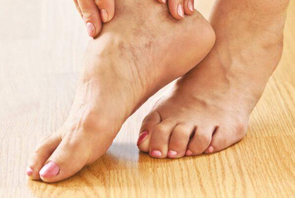 Photo de pieds nus diabète et soin du pied