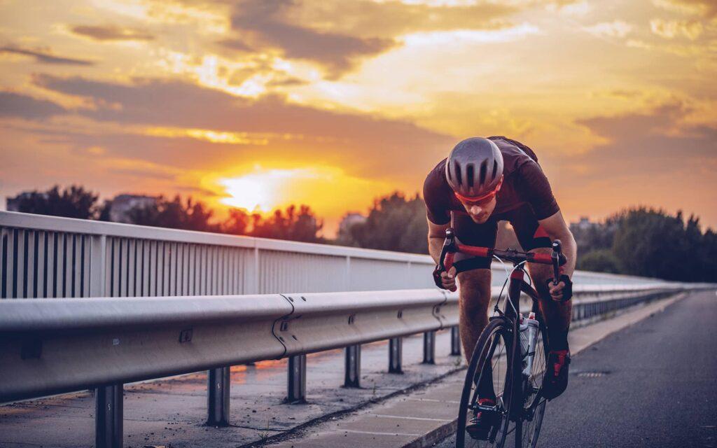 Coureur cycliste sur route